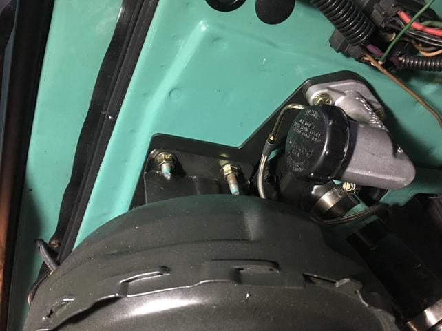 ID '67-'72 Power Brake Booster Bracket With Hydraulic Clutch